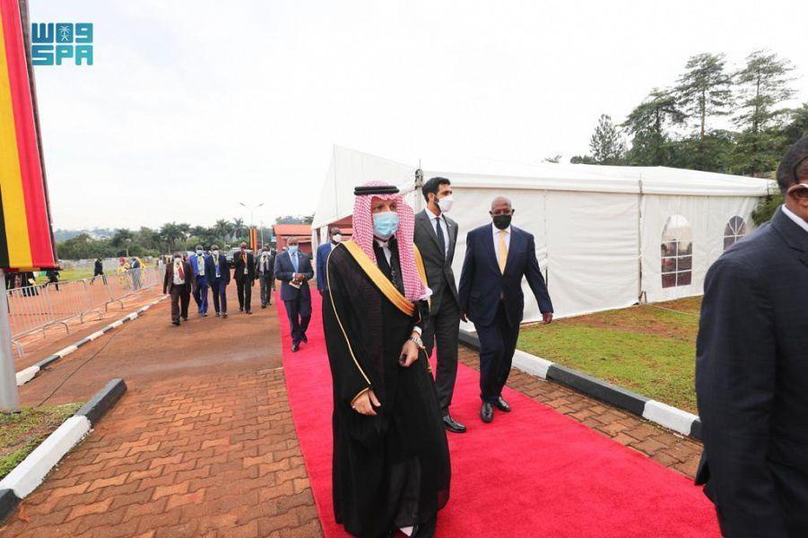 نيابة عن الملك سلمان.. الوزير قطان يشارك في مراسم تنصيب رئيس أوغندا - المواطن