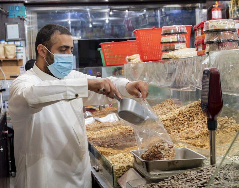عيد الفطر ينعش أسواق الحلويات في الباحة - المواطن