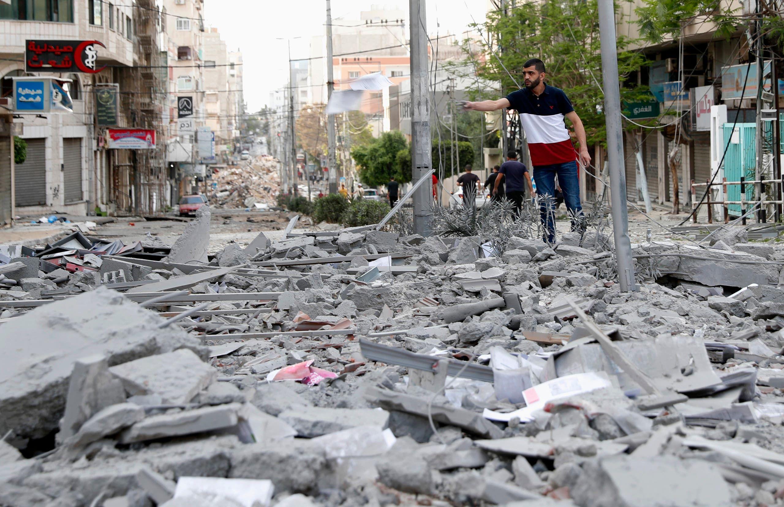 آثار القصف والدمار في غزة (أسوشييتد برس)