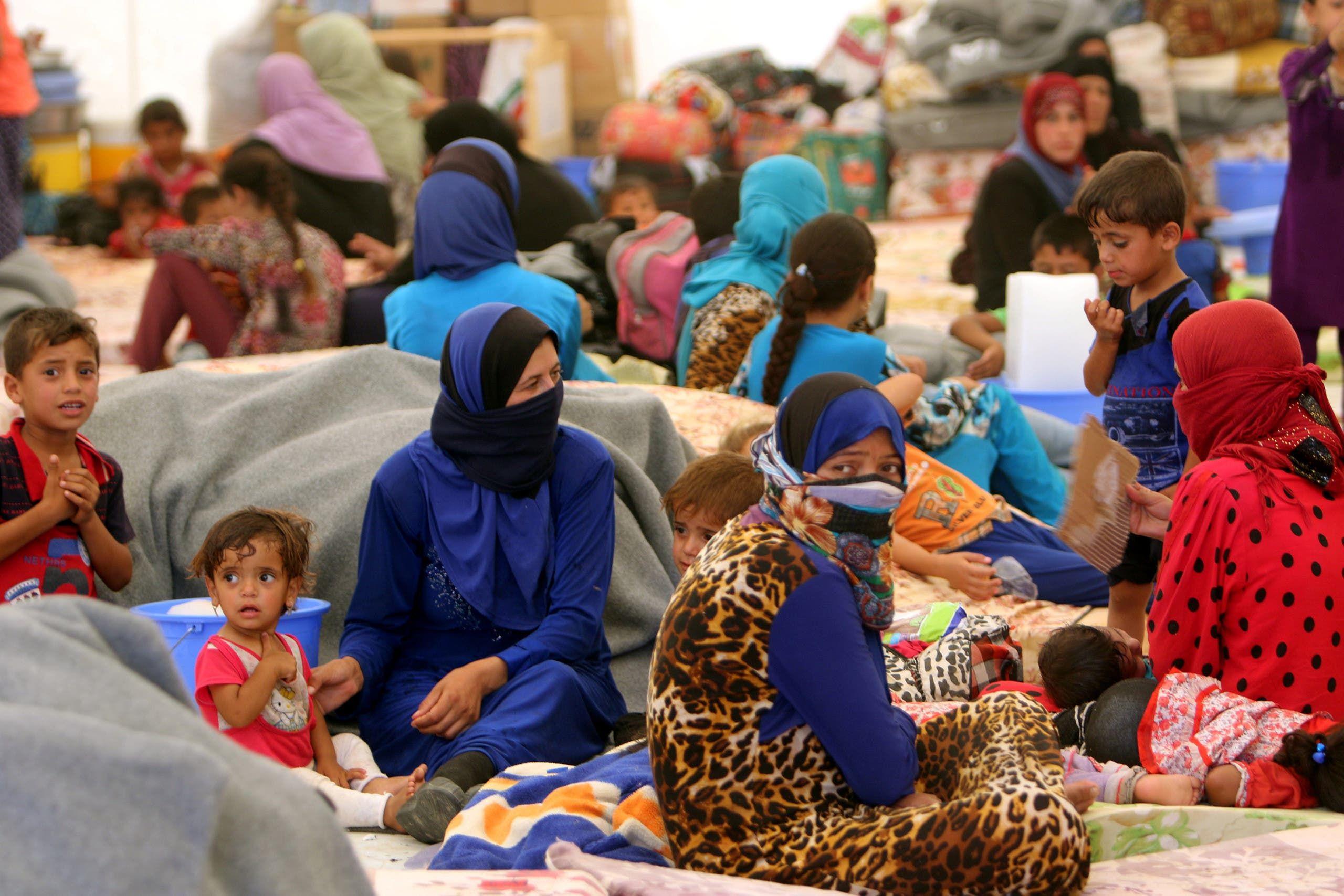 نازحون عراقيون في مخيم مخمور (أرشيفية من رويترز)