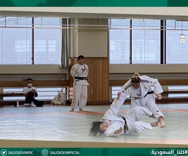 وزير الرياضة مع تهاني القحطاني 12