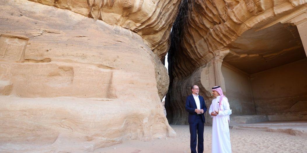 وزير الخارجية يصحب نظيره النمساوي في جولة بآثار العلا