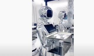 شاهد افتتاح مطعم في حائل يستخدم الروبوتات لتقديم الطعام على طاولات العملاء