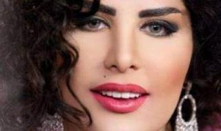 بصدر عار.. شمس الكويتية تشد فستانها إلى الأسفل والدموع تسيل على خدها وفمها بغزارة