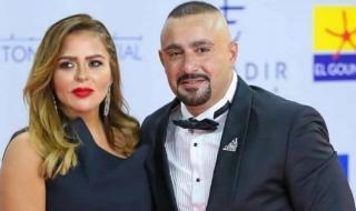 ظهور غريب لزوجة أحمد السقا في افتتاح الجونة.. فستان وبدلة رجالي -فيديو
