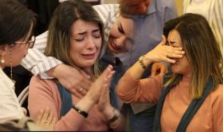 شاهد انهيار وبكاء ممثلة مغربية شهيرة بعد تعرضها للتحرش من زميلها