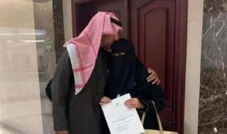سعودية عمرها 68 عاماً تواصل دراستها بعد انقطاع دام عشرات سنوات.. وعند التحاقها بالجامعة حدثت المفاجأة!