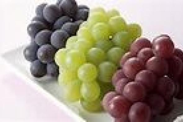 العنب فاكهة لذيذة ومفيدة..ولكن لا تتناولها في هذه الحالة لأنها تتحول الى سم قاتل