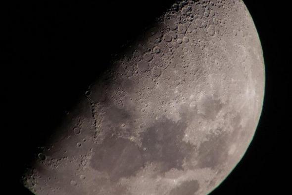 """القمر يلتقي """"المشتري وزحل"""" الليلة.. والظاهرة تتكرر الجمعة والسبت"""