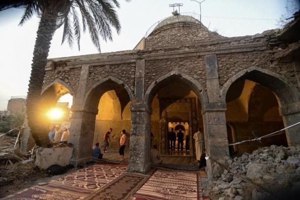 """دمره """"داعش"""".. شاهد صلاة العيد تعود لأقدم مسجد في الموصل"""