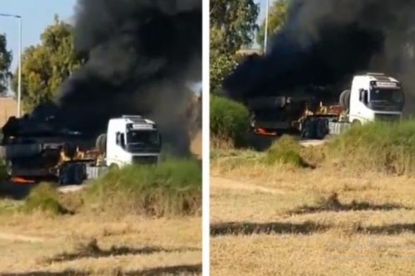 """شاهد: دبابة إسرائيلية تسير في طريقها إلى غزة .. وقبل وصولها إلى """"خط النار"""" كانت المفاجأة"""