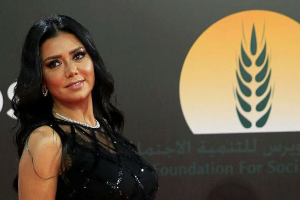 متداول : رانيا يوسف تسحر جمهورها بإطلالاتها المثيرة في مهرجان الجونة (صور)