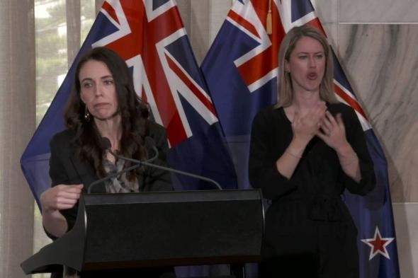 شاهد.. ردة فعل رئيسة وزراء نيوزيلندا لحظة وقوع هزة أرضية أثناء مؤتمر صحفي